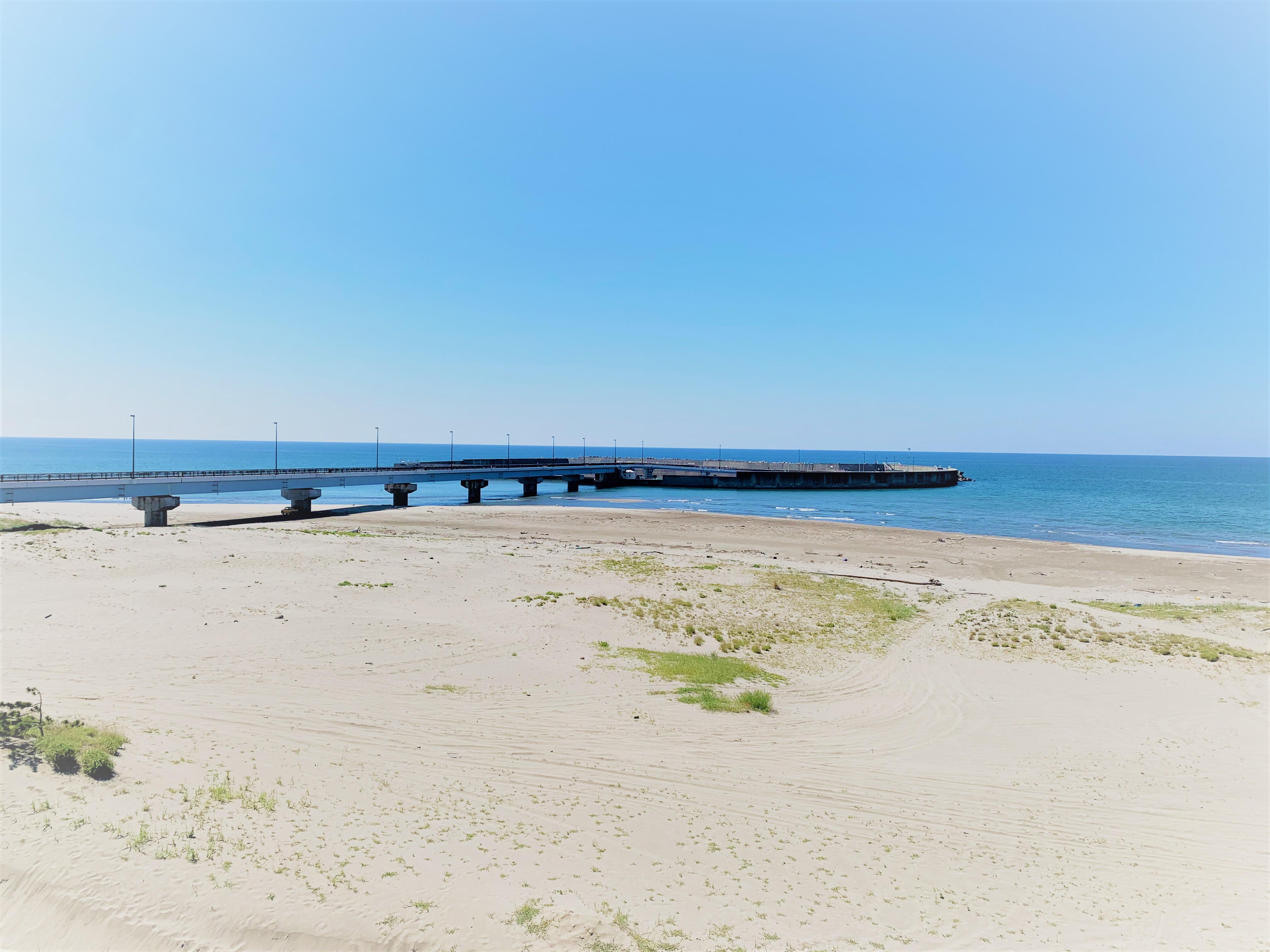 海へと続く橋を渡った先にあったのは○○         ~道の駅岩城 岩城アイランドパーク~